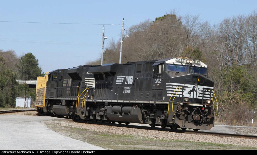 NS 8022 & 1003 lead CSX train F701 towards the yard