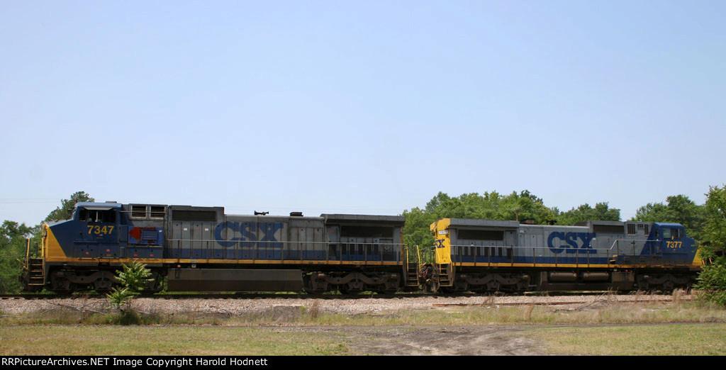 CSX 7347 & 7377 lead a train towards Hamlet Avenue