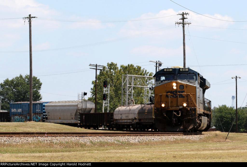 CSX 911 leads train Q667-25