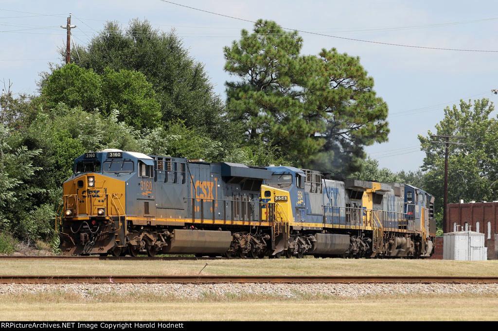 CSX 3160 leads train Q675-25 down track 1