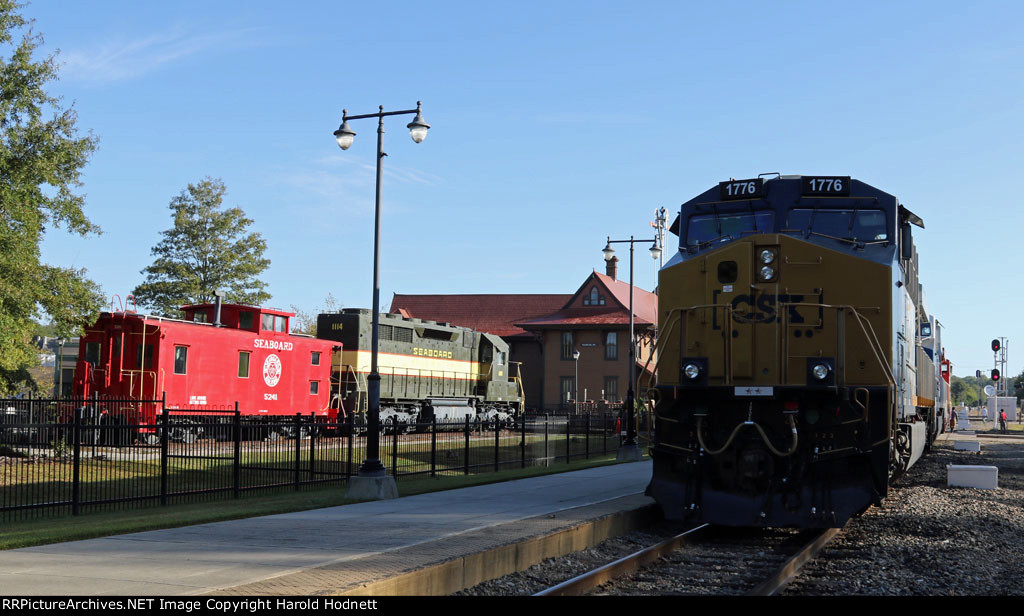CSX 1776 poses with some SAL relics