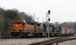 HLCX 7915 leads train Q667-10 towards Hamlet Avenue