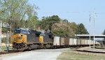 CSX 945 & 915 lead train U305-15 towards the diamonds