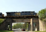 CSX 900 crosses the Seaboard bridge