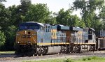 CSX 777 leads train Q464-28 across Hamlet Crossing
