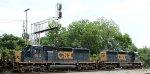 CSX 4022 & 4012 lead a train towards the yard