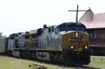 CSX 916 leads train N444-26 westbound
