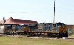 CSX 970 & 3059 lead train Q464 across the diamonds