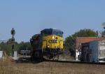 CSX 506 leads a train down the eastbound lead