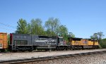 GECX 856 & UP 4958 lead a CSX train towards the yard