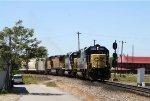 CSX 8633 leads a train towards the yard