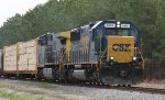 CSX 8569 leads train F728 towards the yard