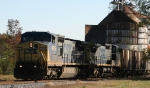CSX 7676 leads train F728 towards the yard