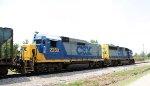 CSX 2250 & 6904 lead a train towards the yard