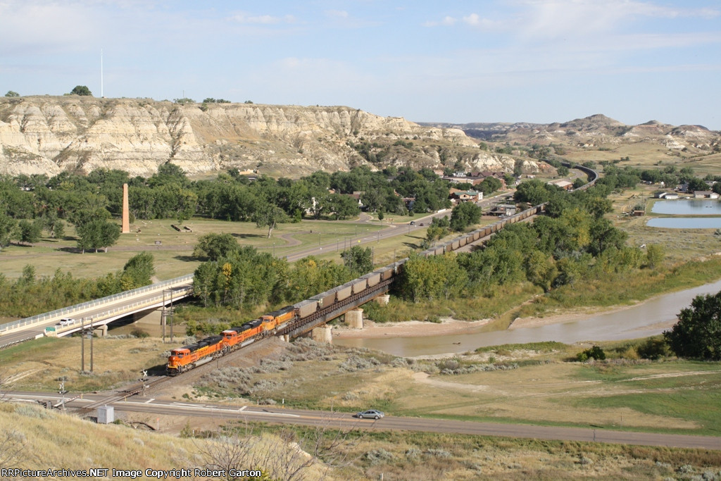 BNSF 9132 Passes Through Arguably the Most Scenic Area of North Dakota