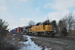 Q118 heads east with a Union Pacific C40-8