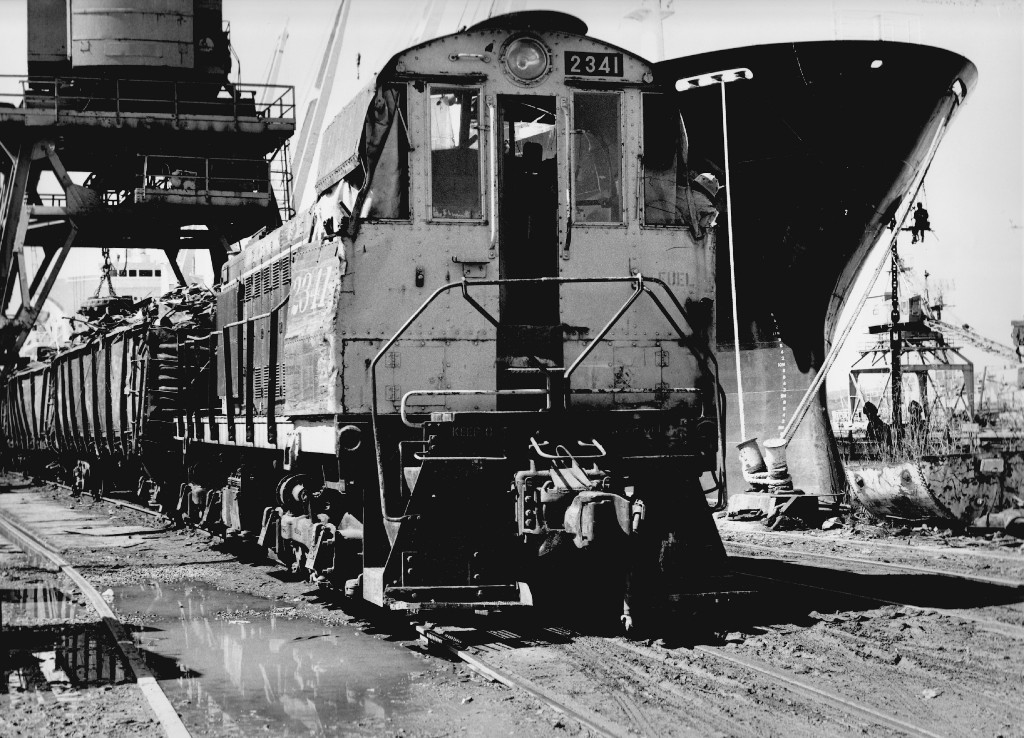 ATSF 2341 works the docks at the steel yard