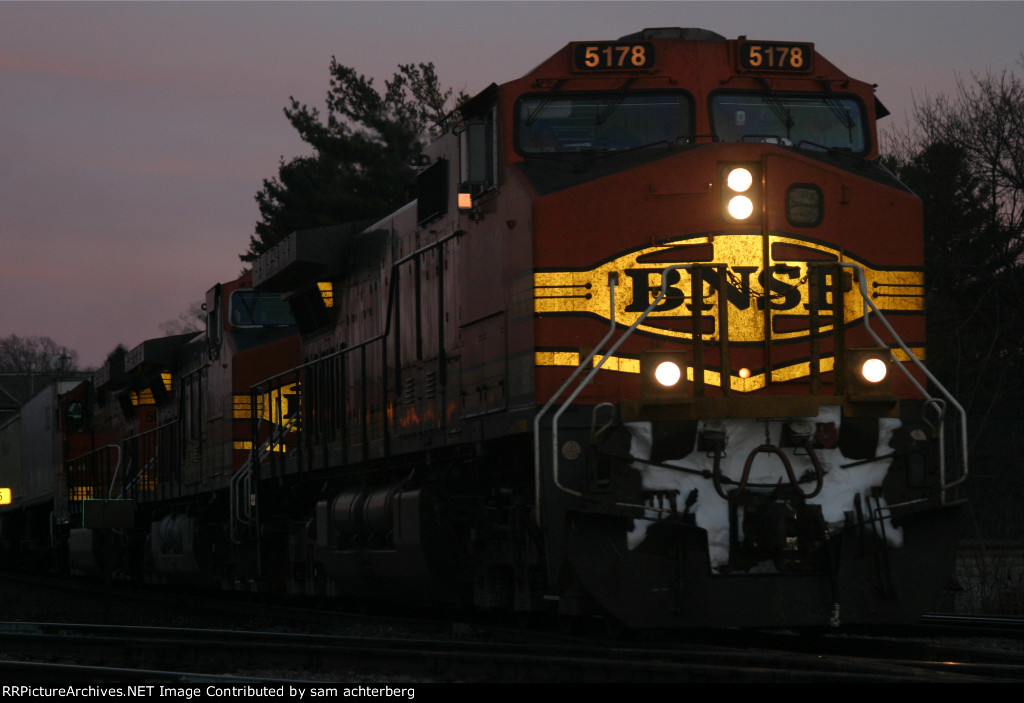 BNSF 5178 pulling into a siding waiting for a intermodal to pass
