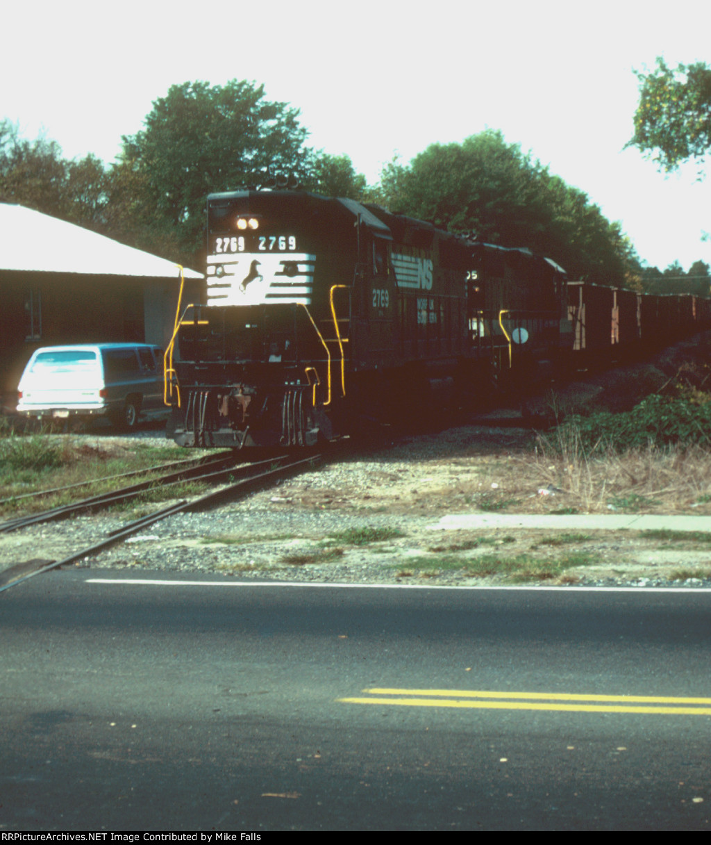 NS 2769 on former Carolina & North Western tracks