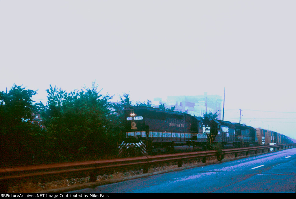 Southern Rwy 3109 leads freight north