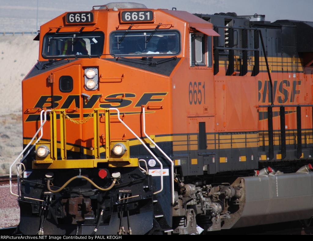 BNSF 6651 makes the turn westward towards the east side of Lenwood, Ca as she pulls the Z WSP-LAH.
