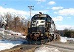 NS GP38-2 5324 leads Allentown bound local H76