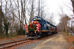 CSX 4423 w/ the 2010 Conrail Shared Assets Santa Train