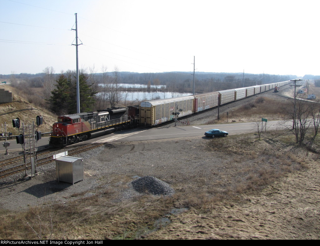 CN 8807 leads M392 east past the rear of A451