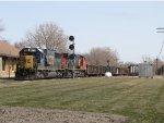 Shoving back towards the yard, Q335 passes the EAS Holland signal