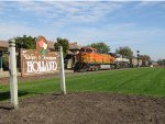 BNSF 5602 & 9461 roll through Holland with E950-21