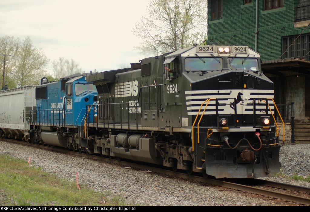 NS Dash-9 9624 leads 18G