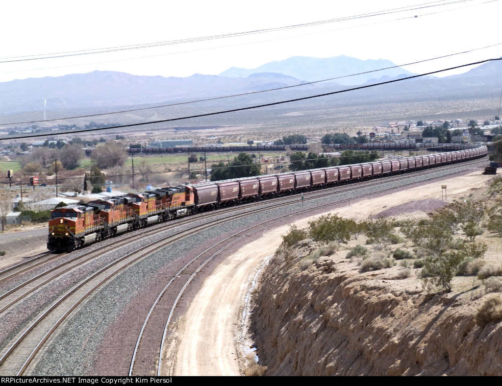BNSF Grain - 4 Pullers, 3 Mid-Train DPUs, and 2 Pushers