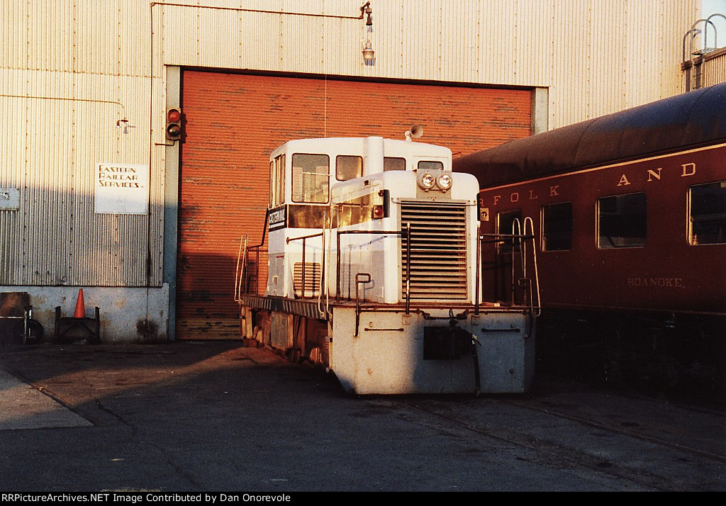 Eastern Railcar 44 Tonner