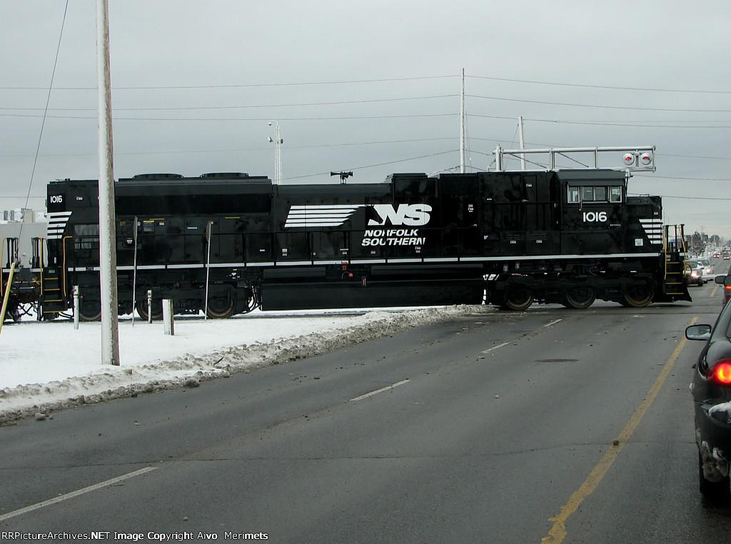 NS 1016 at London