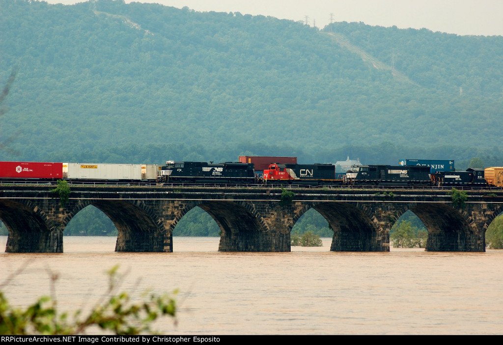 NS SD70M-2 2712, CN/IC SD40-2 6107, NS SD60M 6771 & NS SW1001 2101 cross the Rockville Bridge
