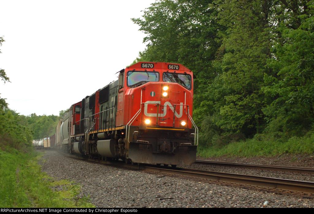 CN SD75I 5670 leads 17W