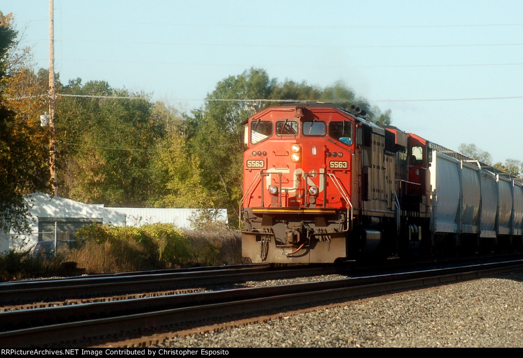 CN SD60F 5563 leads 17R