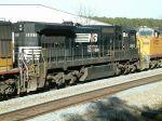 C39-8E on train Q669