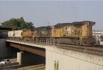 UP 5564 leads a freight long hood forward through Shreveport.