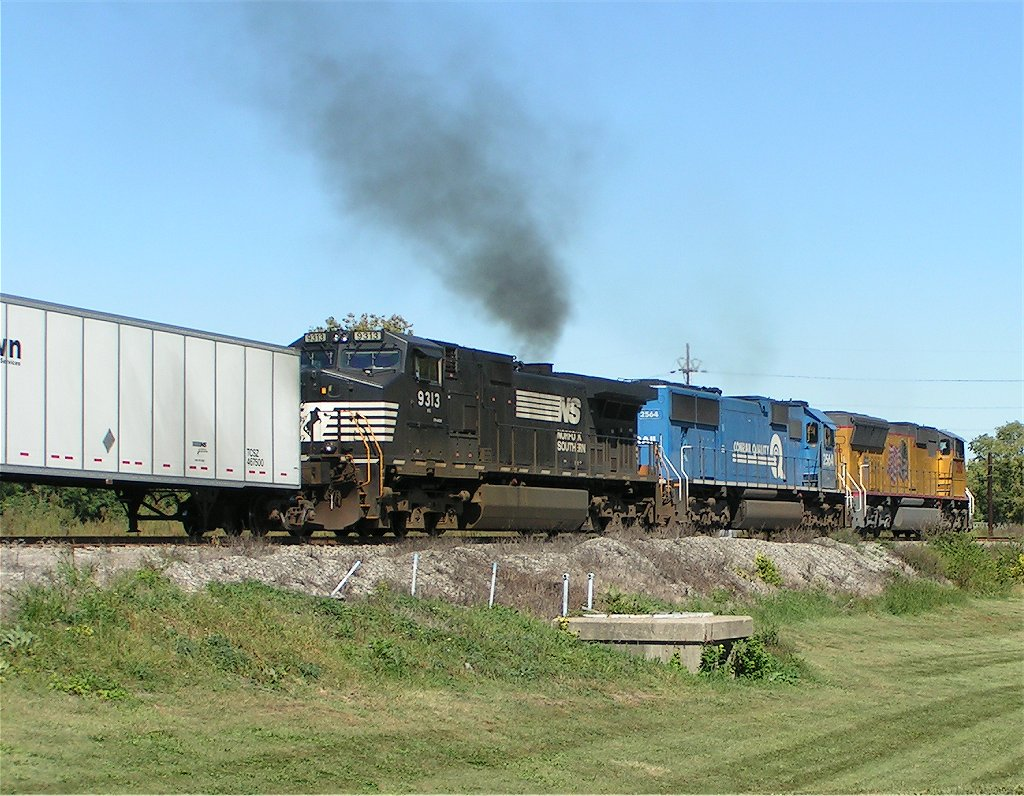 3810 drags the road railer west