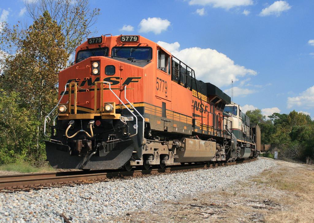 BNSF 5779/NS 733