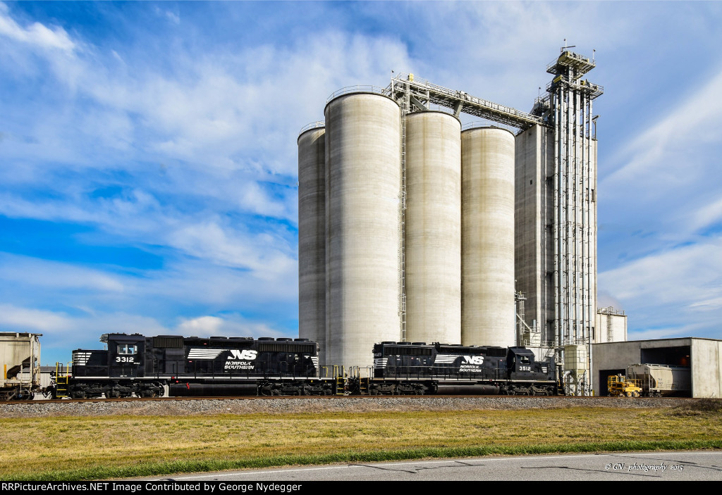 NS 3312 & 3512 (SD40-2's) working at a local feed mill.