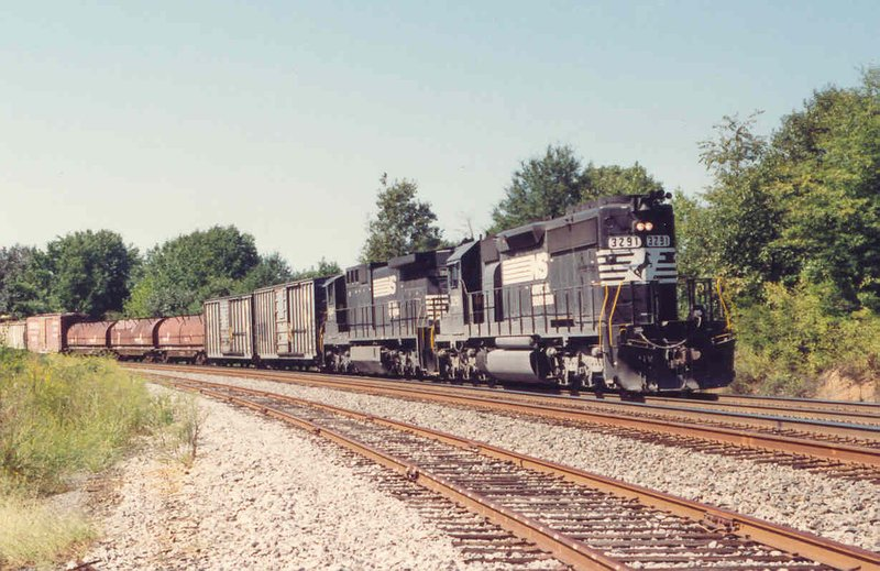 SD40-2 lead train leaves Greenville