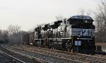 Brand new NS SD70ACes on CSXT train U883