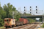 Y123 heads east with 2 MP15ACs, 4 cars and a shoving platform