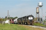 GC 3917 passing the double Jeffersonville watertower.