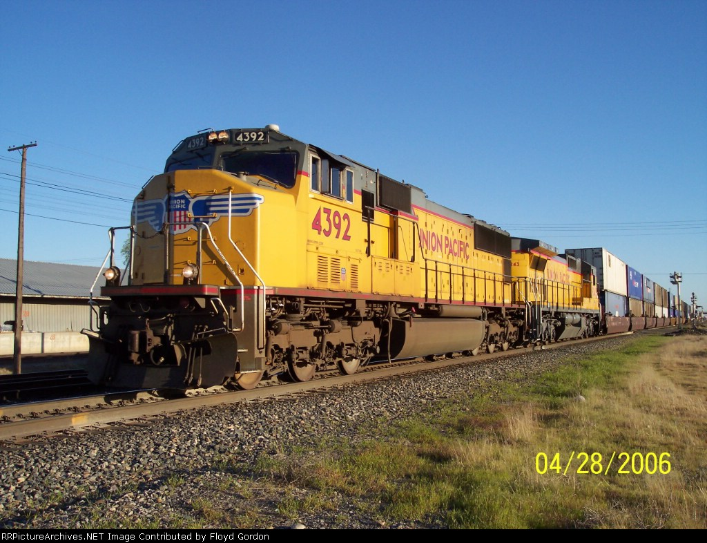 UP 4392 UP, 9243 (Yellow lower stripe)
