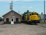 SCXY 1363 and 1352 with the yard office
