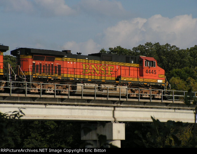 BNSF 4445 East over the Mississippi