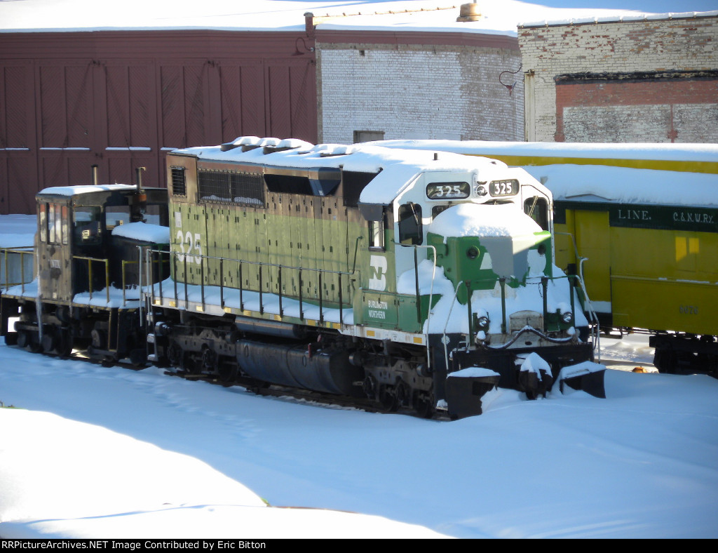 Former GN/BN/BNSF SDP40 #325 at the Jackson Street Roundhouse
